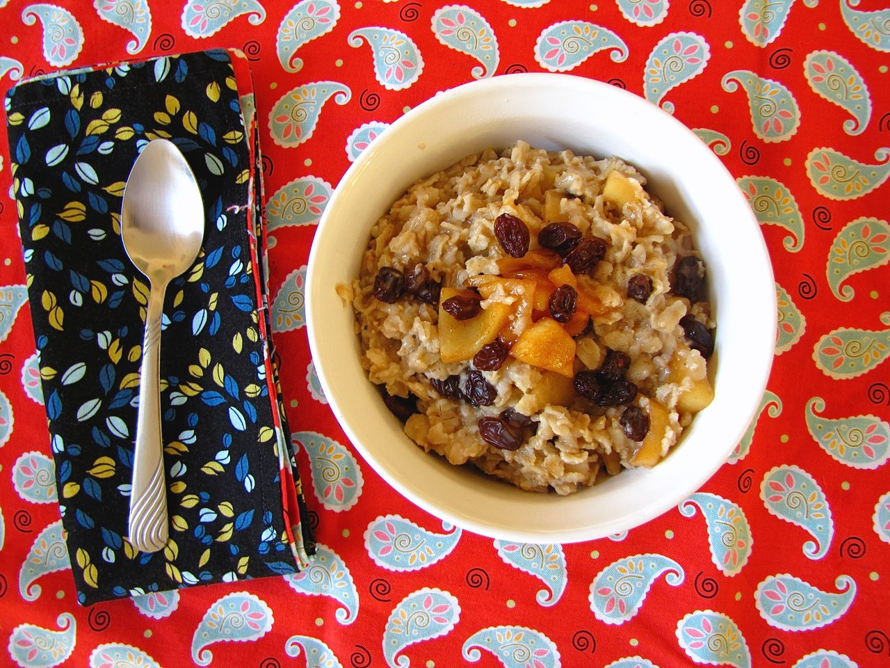 Cinnamon Raisin Oatmeal with Caramelized Apples