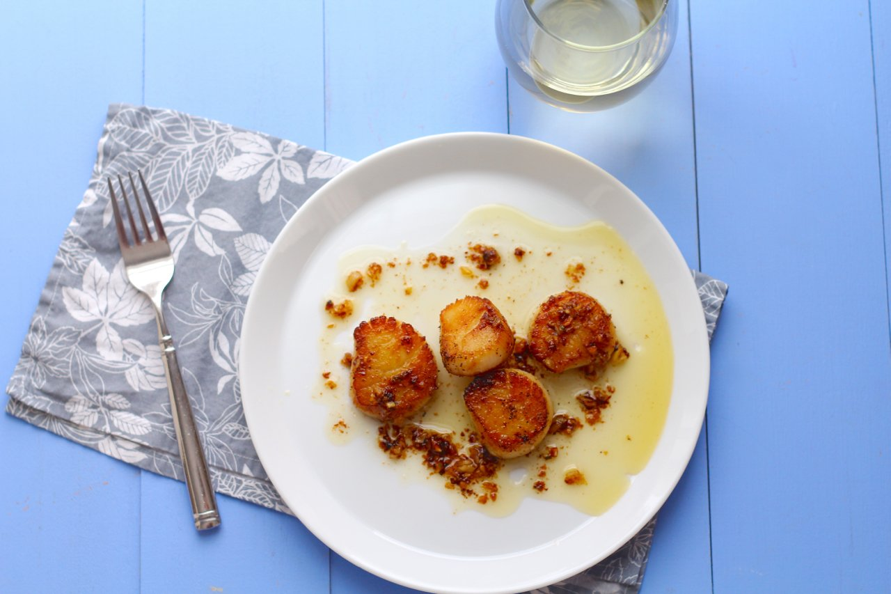 Seared Scallops with Garlic Chili Butter